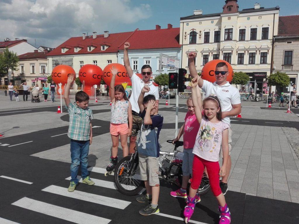 Świetna zabawa w miasteczku rowerowym z naszymi instruktorami